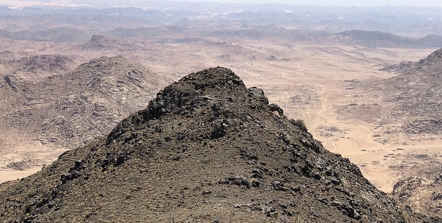 jabal maqla blackened peak